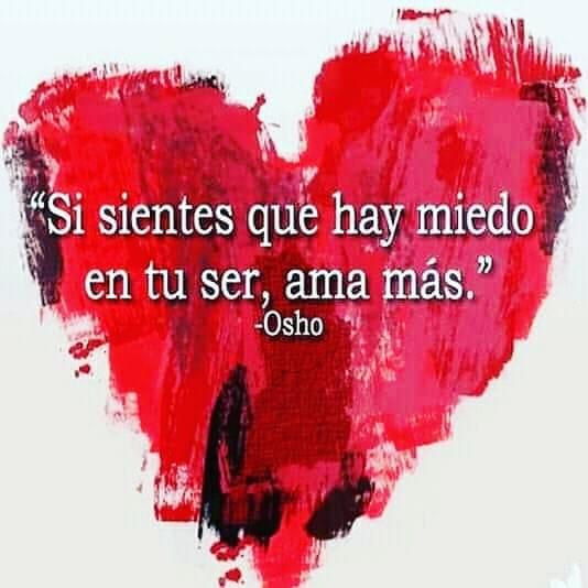 corazón rojo con texto Sisientes que hay miedo en tu ser, ama más. Osho.